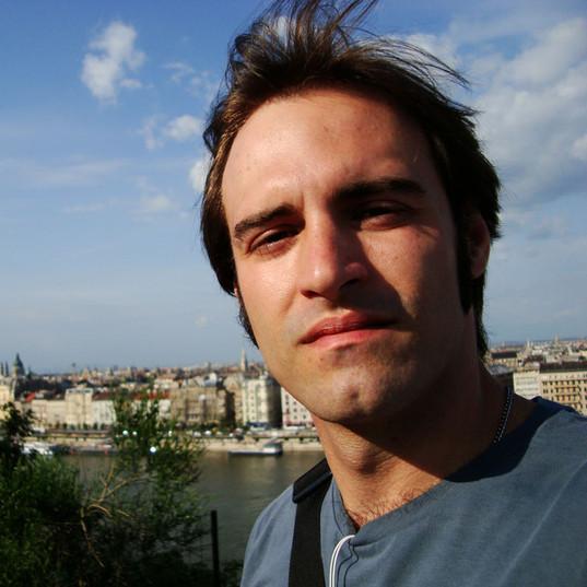Em visita a Budapeste para reunião.