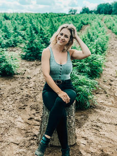 Rebecca enjoys hanging with the girls in our PENN'S CHOICE hemp fields