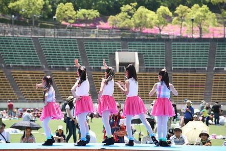 生徒によるダンスパフォーマンス、バレエ、ジャズダンス