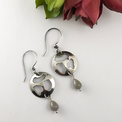 Lobaria Disc Earrings with Saphire Drops