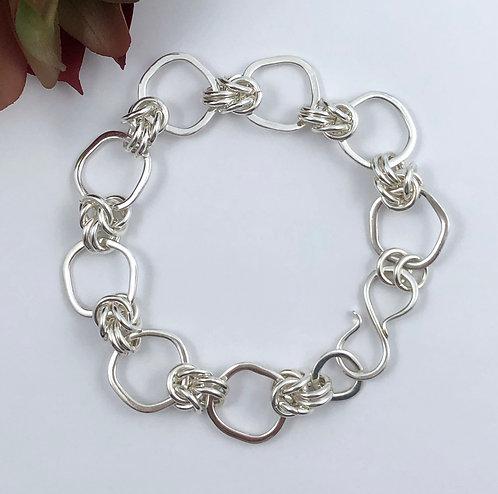 Kinky O Bracelet with Byzantine Chunks