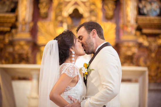 el primer beso de casados, en la iglesia Santo Toribio de Cartagena