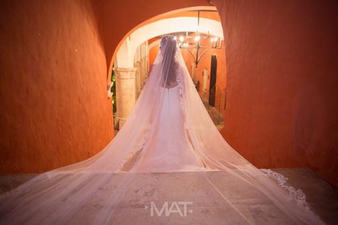 Bride to be, novia rumbo a la iglesia en las escaleras del Hotel Sofitel Santa Clara