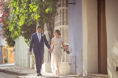 Una pareja de recien casados en la calle de las damas de Cartagena