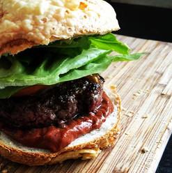 burger medium rare #burger #bbq #galloway #bio #rindfleisch #grill #salzburgschmeckt #salzburg #fuschlseeregion #faistenau