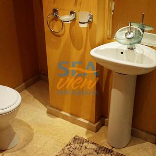 Bathroom 2 pic3.jpg