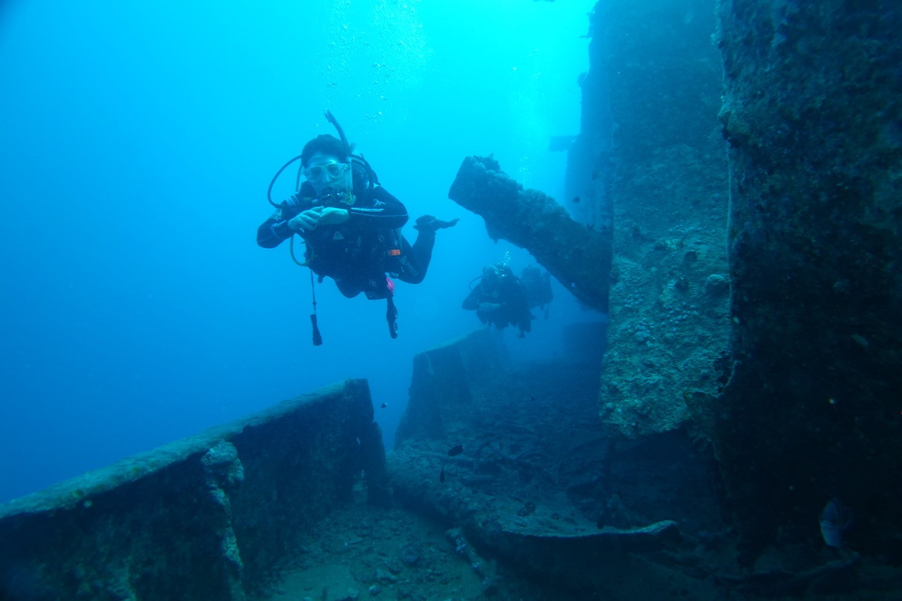 lucy on wreck