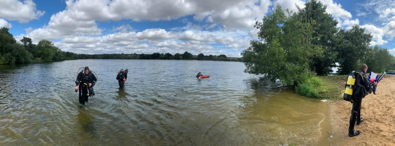 lake and divers (Medium)