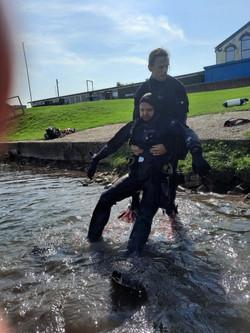 rescue diver (Medium)