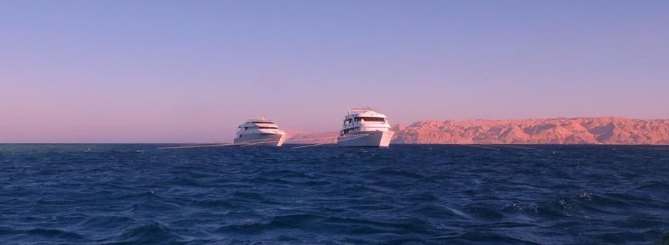boat at sunset2
