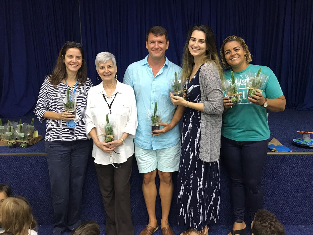 Ms. Carla Mello, Ms. Lucia Franklin, Mr. Dean Lepage, Ms. Iva Georgiev - Student Teacher - Priscilla, representante da Light Recicla