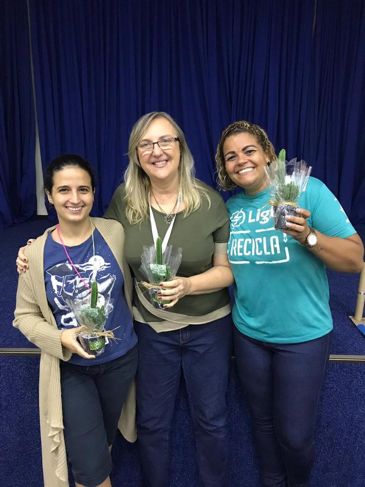 Ms. Thaís Silvestre, Ms. Aline Izecksohn e Priscilla, representante da Light Recicla