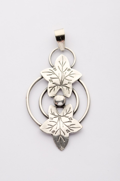 Silver plated pendant anexcellentvintage silver plated pendant aloadofball Choice Image