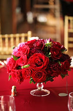 Arreglos florales realizados con rosas naturales para servir en la ciudad de Valencia desde nuestra floristeria La Alqueria. envios a Domicilio