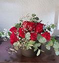 Rosas rojas en una caja sombrero. Floristeria la alqueria entregara este arrglo en casas de valencia