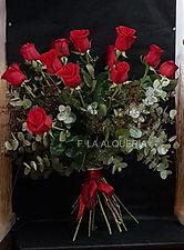 Si estas buscando un gran ramo de rosas con tallo alto has encontrado el mejor para regalar a quien tu mas quieres, 12 rosas de una calidad suprema y con la garantía de que se entregara en Valencia en las mejores condiciones.