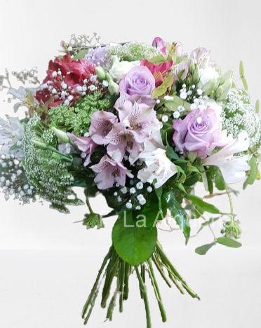 Amplio catalogo de ramos de flores naturales recien cortados y listos para entregar en la ciudad de Valencia con envio a domicilio gratis