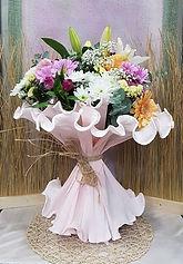Ramo de flores de colores y armonioso. Con este ramo de flores de temporada podra regalarlo seleccionandolo desde nuestra web en floristeria en valencia la alqueria