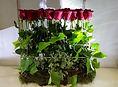 Arreglo floral con rosas rojas. Para ese regalo tan especial