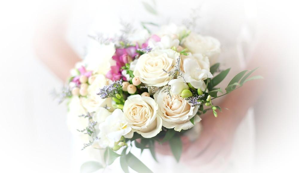 Personalizamos tu ramo de novia en floristería la alquería de valencia