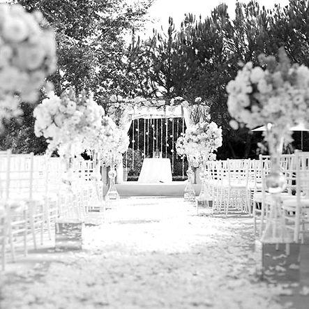decoramos ceremonias civiles con flores y accesorios que os gusten a vosotros, ese es el lema de floristeria la alqueria Valencia