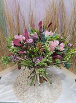 Ramo de flores en valencia creado con safaris y verdes especiales para que usted lo regalae y envie a la ciudad de valencia con todo nuestro cariño