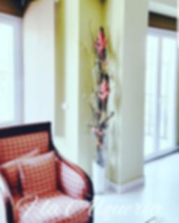 Decoraciones artesanales en flor artificial de la mejor calidad. Somos creadores florales, com  arreglos, ramos  y decoraciones unicas, adaptandonos al entorno del hogar, restaurames, hoteles, salones, exposiones, etc