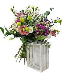 Ramo de flores con acentos canarios por su intensidad de colores