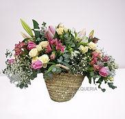 Bolso de flores de temporada con coloridos y aromas naturales ideal para comprar en nuestra floristeria online con entrega en Valencia