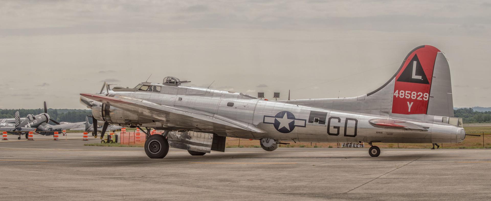 b-17_pan.jpg