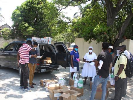 Distribution de matériel sanitaire à Ganthier