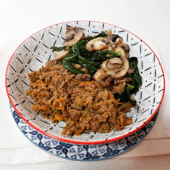 Ground beef with mushrooms, sauteed spinach, fennel and kale