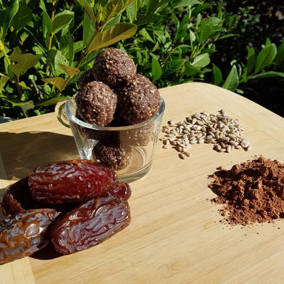 Nut-free blissballs with hemp