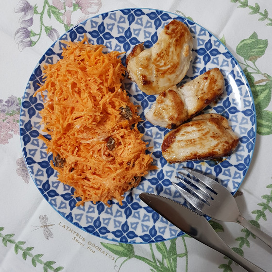 Chicken with carrot salad