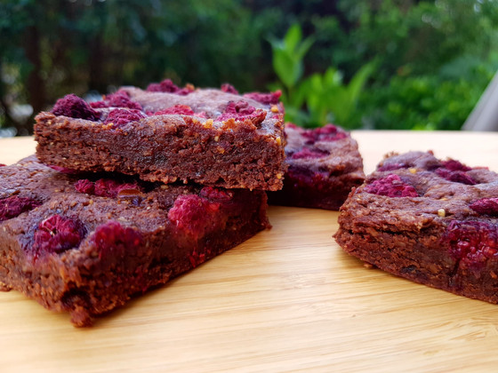 Chocolate brownies with raspberries