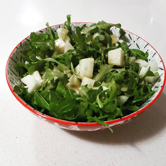 Ruccola and pear salad with tahini dressing