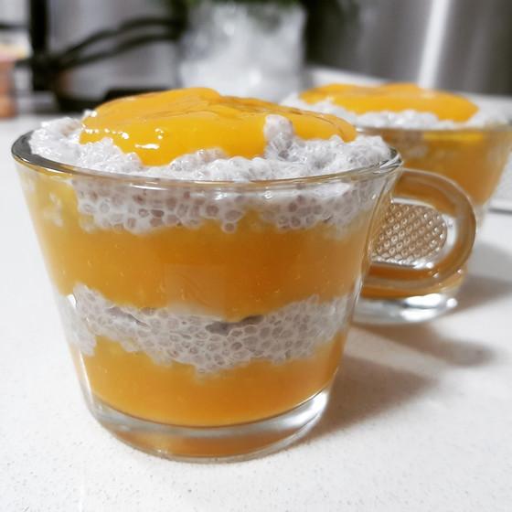 Mango and chia seeds pudding