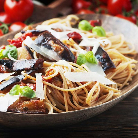 Салат из спагетти с баклажанами и рикоттой