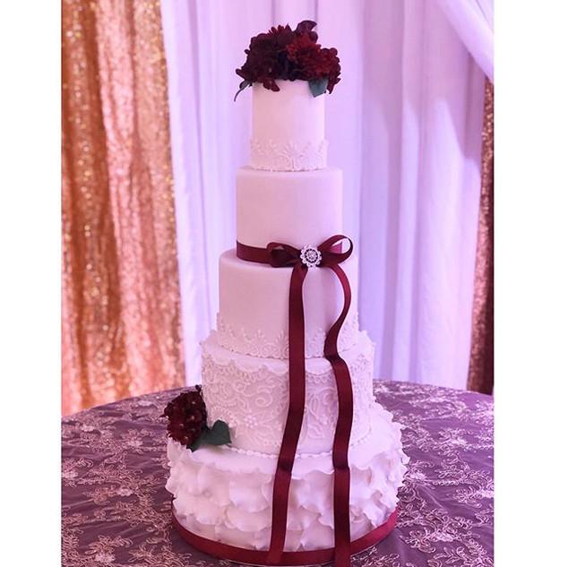 Signature cake by I Heart Cakes By Yari