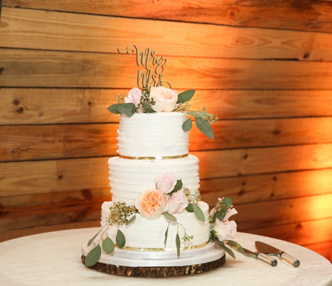 Rustic buttercream cake with natural flowers
