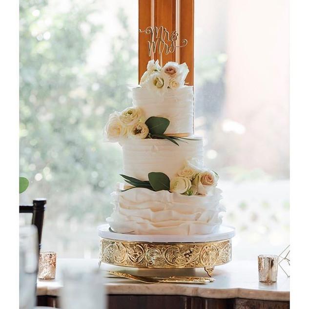 Wedding cakes are my favorite 💍_._._.jp