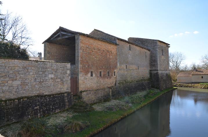 Ancien château Lezay