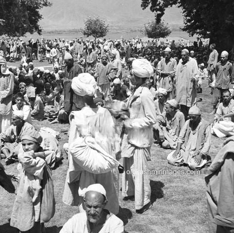 1950 At Hazratbal.jpg