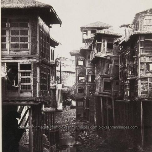 Srinagar Houses 1860-1880.jpg