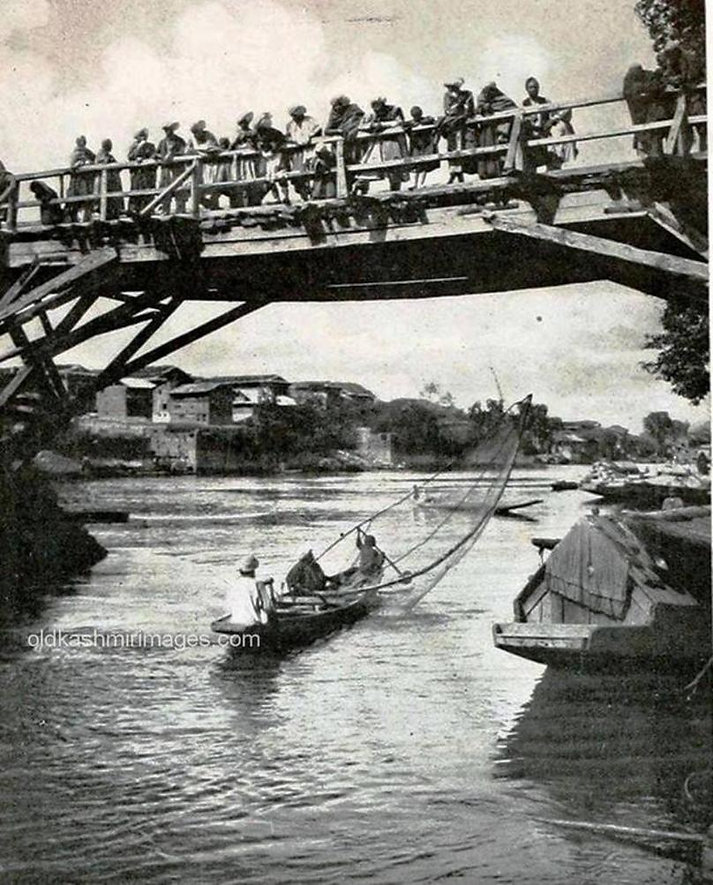 a bridge in Srinagar.jpg