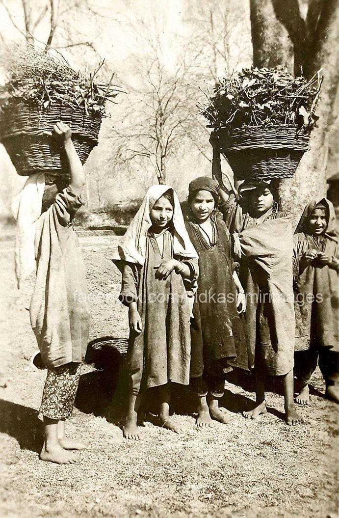 1943 Kashmiri children