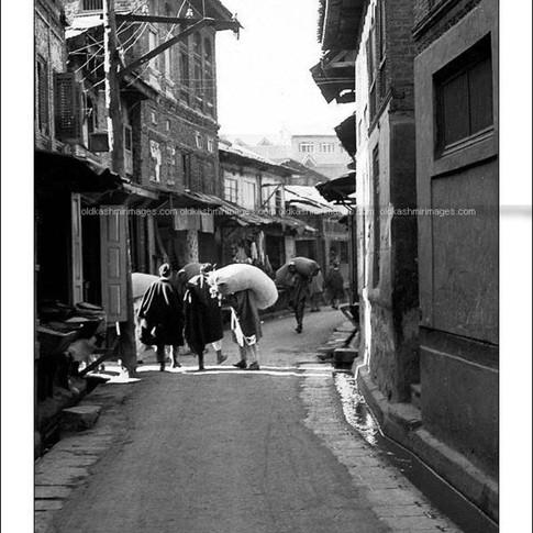1970 The narrow roads of downtown Srinagar