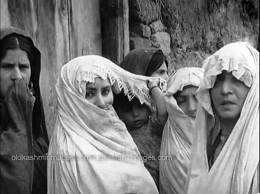 Late 1950s Simple and Beautiful Kashmir.