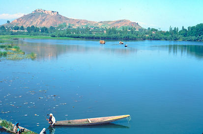 Dal Lake with Hari Parbat, Mughal Fort o