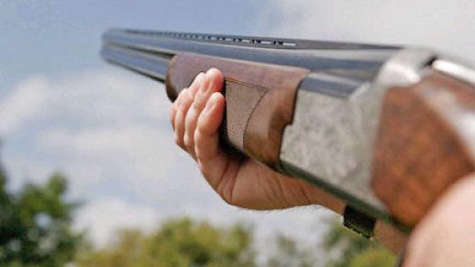 clay-pigeon-shotgun